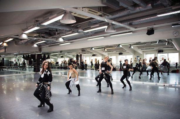 200 tanssijan joukko karsittiin päivän aikana neljään.