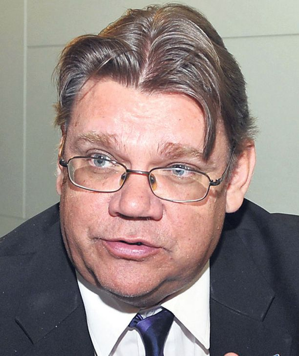 Timo Soini lähtee ehdolle eurovaaleihin. Jussi Halla-Aho pudotettiin sen sijaan listalta.