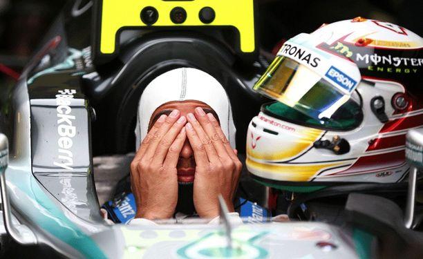Lewis Hamilton käy läpi eroa.