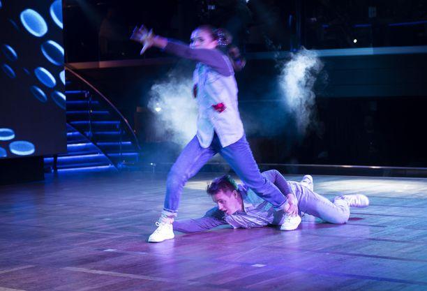 Yökerhon lavalla nähtiin lauantaina tanssishow.