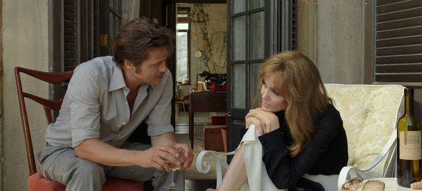 Hollywoodin supertähdet Brad Pitt ja Angelina Jolie harhautuivat taide-elokuvaan.