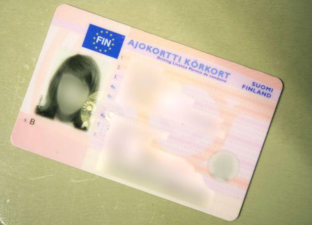 Suomalaisten ajokorttitiedot olivat hetken parin klikkauksen päässä, vaan eivät enää.