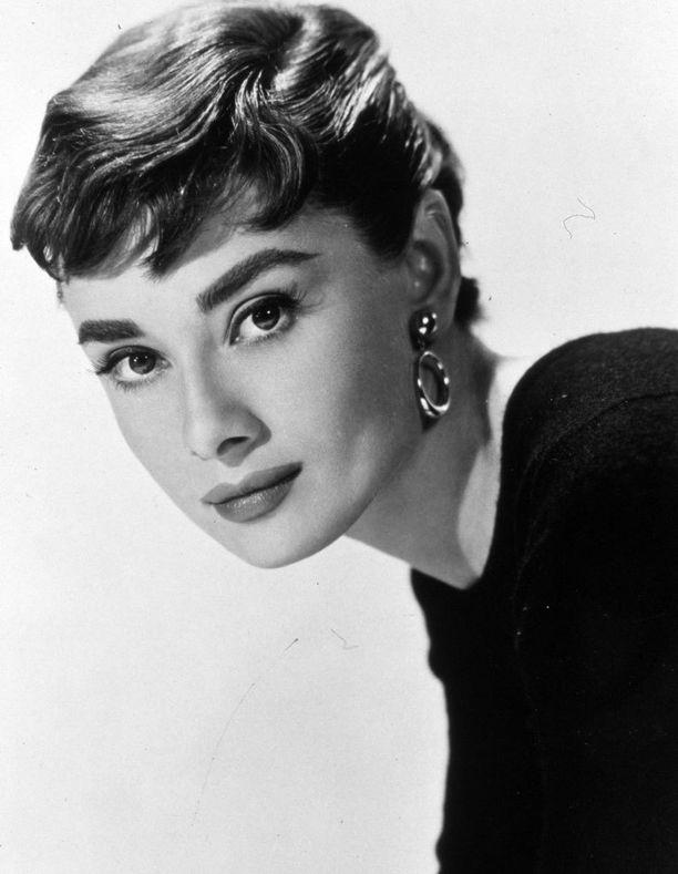 Näyttelijä Audrey Hepburn on brittien mielestä maan kaikkien aikojen tyylikkäin.
