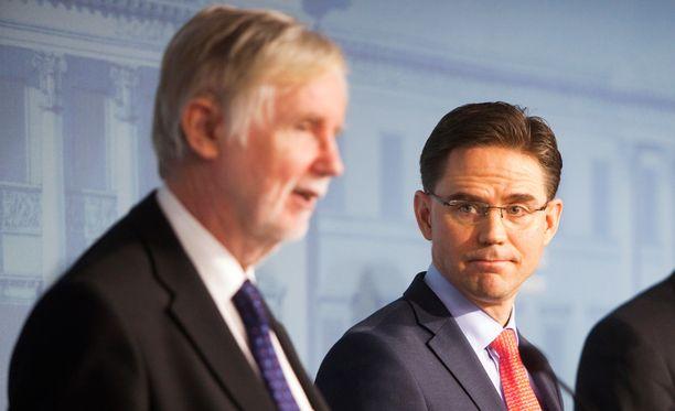 Ulkoministeri Tuomioja ja pääministeri Katainen tiedotustilaisuudessa joulukuussa 2012.