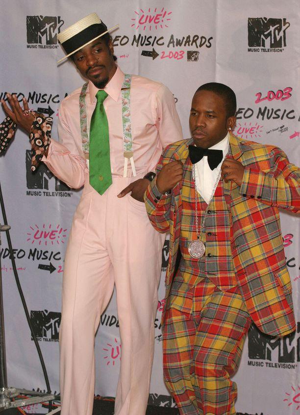 André 3000 (vas.) ja Big Boi kuvattuna vuonna 2003 MTV:n musiikkivideogaalassa.