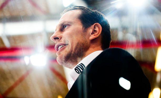 Ville Niemisen päävalmentajaura Mestiksessä alkoi 1-4-tappiolla.