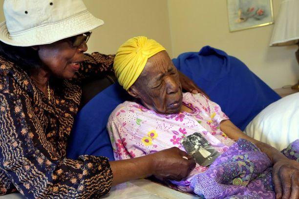Jones oli 100-vuotiaasta asti sokea ja myös osittain kuuro. Hän ei koskaan polttanut tupakkaa tai juonut alkoholia.