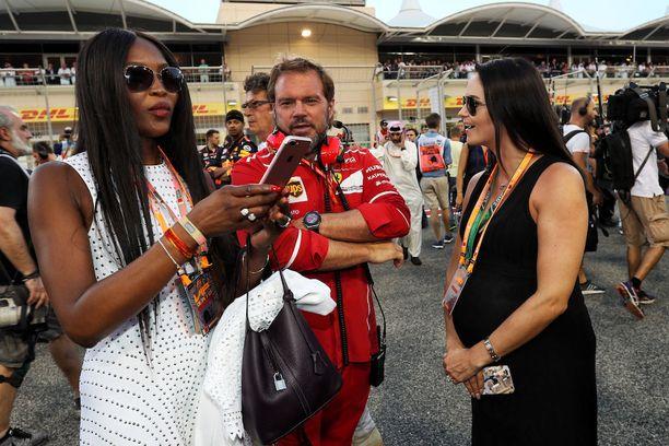 Naomi Cambell, Gino Rosato ja Minttu Räikkönen kuvattiin yhdessä sunnuntaina.