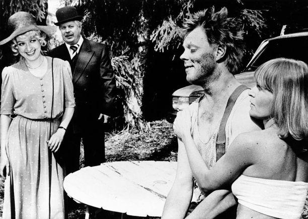 Elli Castren, Simo Salminen, Vesa-Matti Loiri ja Marjatta Raita vuonna 1982 elokuvassa Uuno Turhapuro menettää muistinsa.