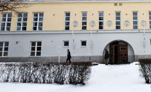 Kallion lukio Helsingissä tarjoaa mahdollisuuksia luovista aloista, kuten teatterista ja näyttelemisestä kiinnostuneille nuorille.