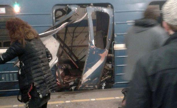 Tuhoisassa iskussa Pietarin metroon ruuhka-aikaan kuoli 14 ihmistä.