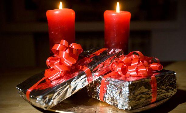 Joululahjapaperia ostaessa kannattaa olla tarkkana hintojen suhteen.