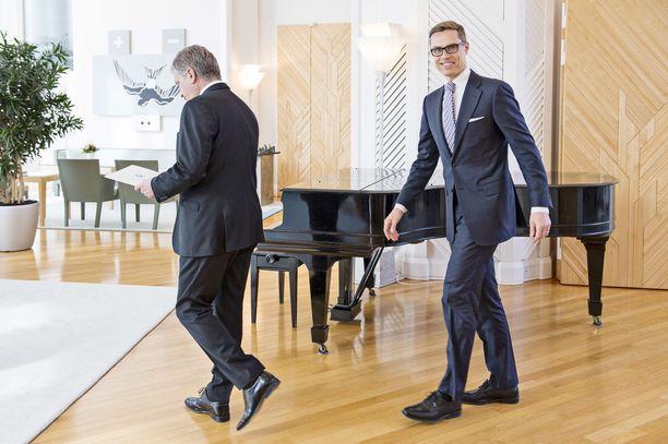 Presidentti Sauli Niinistö ja kokoomuksen entinen puheenjohtaja ja pääministeri Alexander Stubb huhtikuussa 2015.