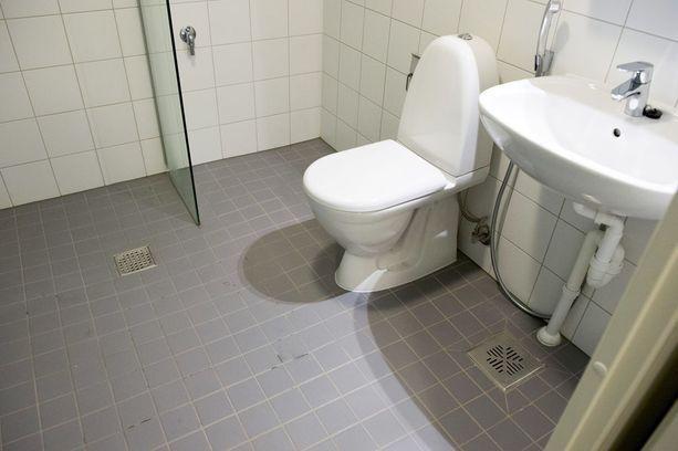 Toasin opiskelija-asunnoissa Kalevassa on perinteisen suihkun kohdalla olevan lattiakaivon lisäksi toinen lattiakaivo. Näin ehkäistään vesivahinkoja.