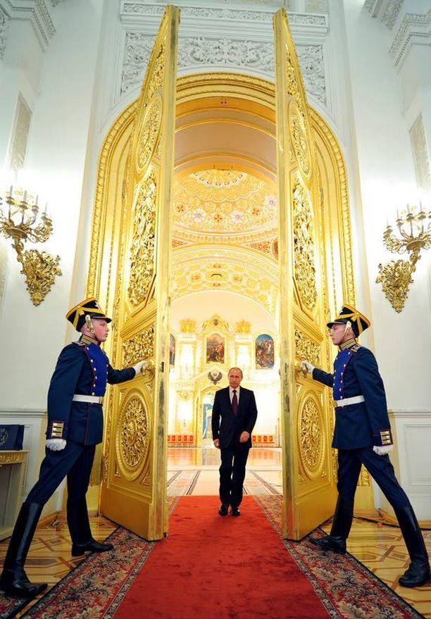 New York Timesin mukaan presidentti Vladimir Putinin lähipiiriin kuuluu kuusi vaikutusvaltaista ja rikasta miestä.