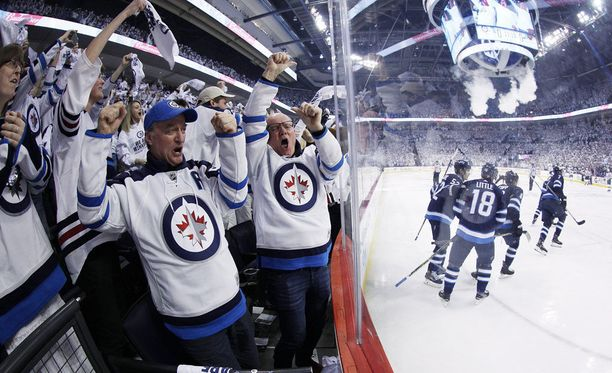 Winnipeg Jetsin fanit hullaantuivat viime yönä voiton varmistuttua.