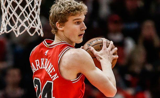Lauri Markkanen vakuutti heti debyyttikaudellaan NBA:ssa.