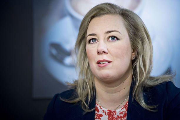 Kansanedustaja Jutta Urpilainen (sd) on pysytellyt kirjaimellisesti takarivissä tällä vaalikaudella.