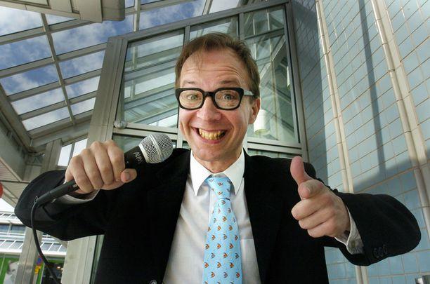 Simo Frangén juonsi Maailman ympäri -ohjelmaa.