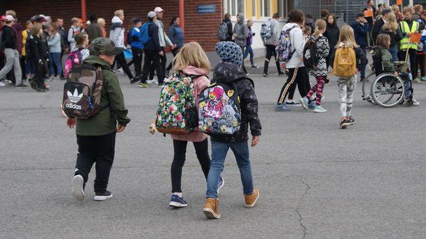 Lapset käyttäytyvät liikenteessä yleisesti impulsiivisemmin ja äkillisin liikkein.