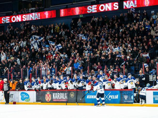 Sakari Manninen (65) teki Suomen toisen maalin rangaistuslaukauksesta.