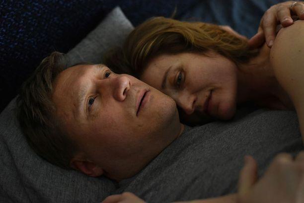 Kuvassa elokuvassa näyttelevät Samuli Edellman ja Matleena Kuusniemi.