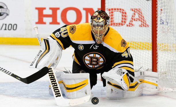 Boston Bruinsin Tuukka Rask torjuu kiekkoja 7,5 miljoonan dollarin vuosipalkalla.