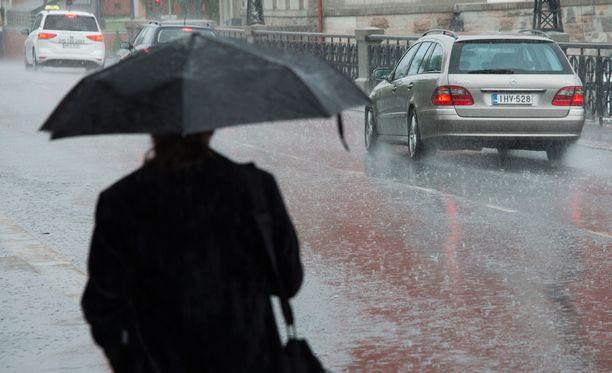 Viileää ja sateista säätä jatkuu keskiviikosta eteenpäin ainakin parin kolmen päivän ajan.