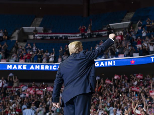 Donald Trumpin kampanjatilaisuus Tulsassa ei ollut suuri paluu kannattajien luokse, sillä yleisömäärä 19 000 -paikkaisessa areenassa jäi pienemmäksi kuin kampanjaorganisaatio oli ennakoinut.