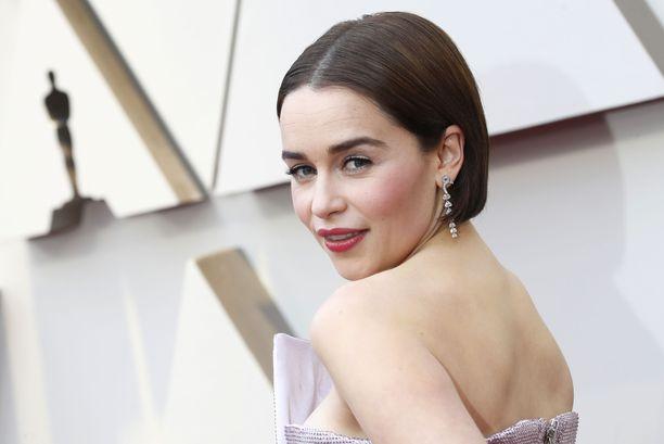 Emilia Clarke kuvattuna Oscar-gaalassa 2019.