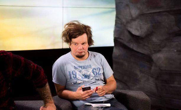 Ismo Leikola näytteli krapulaista torstaina kuvatussa kohtauksessa.