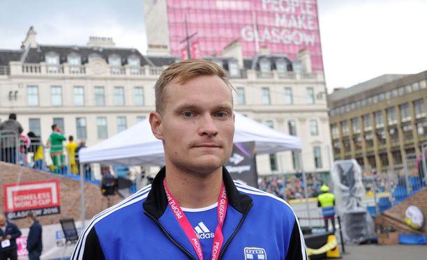 Anssi Koskinen pääsi jaloilleen vuosien huumehelvetin jälkeen. Nyt hän edustaa Suomea jalkapallon asunnottomien MM-kisoissa.