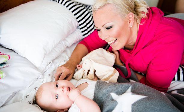 Johanna Pakosen Nelli-tytär on nyt neljä vuotta.