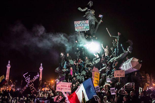 Ranskalainen Corentin Fohle otti kakkossijan uutiskuvissa otoksella, jossa Pariisissa vastustetaan terrorismia tammikuussa 2015 Charlie Hebdon terrori-iskujen jälkeen.