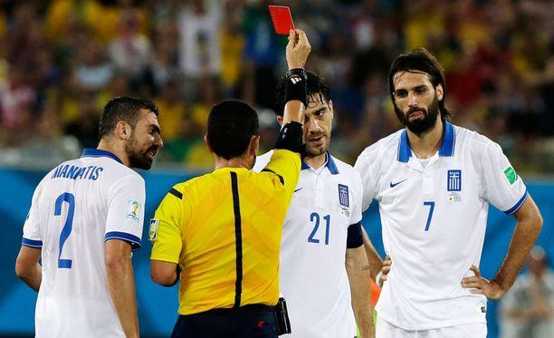 Kapteeni Kostas Katsouranis lähti kentältä Japania vastaan. Kreikan MM-turnaus päättynee tiistaina. Kreikka ja Japani pelasivat maalittoman tasapelin