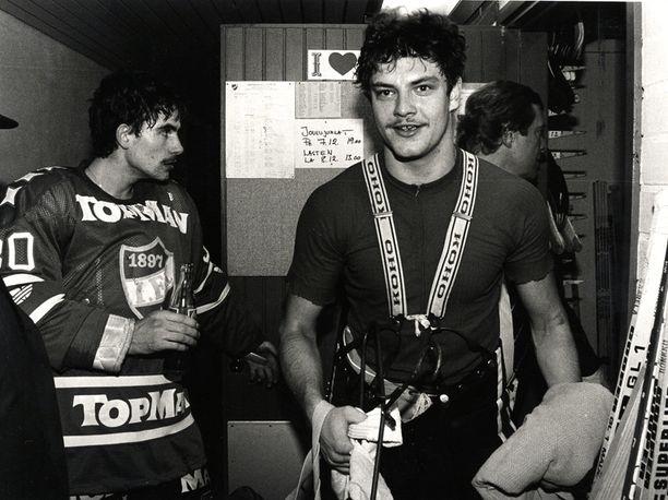 19-vuotias Esa Tikkanen IFK:n riveissä Helsingin jäähallissa vuonna 1984.