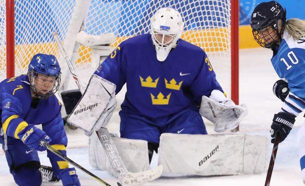 Sarah Berglind vaihdettiin helmikuussa olympialaisten Suomi-ottelussa maalille ensimmäisen erän jälkeen.