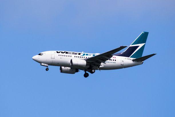 Lennolla oli 243 matkustajaa.