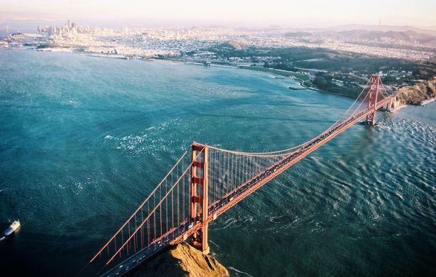 Golden Gate -silta ylittää samannimisen salmen. Nimellä ei siis ole mitään tekemistä sen värin kanssa.
