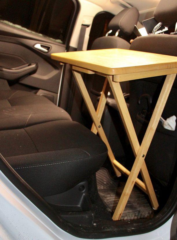 Näin oikea Ikean taittopöytä istuu Ford Focukseen. Tämä on kuvituskuva. Ford ei ole julkaissut suunnitelmistaan kuvia.