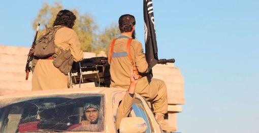 Isisin taistelijoita järjestön propagandakuvassa. Kuvan ottamisen aika ja paikka ei ole tiedossa.