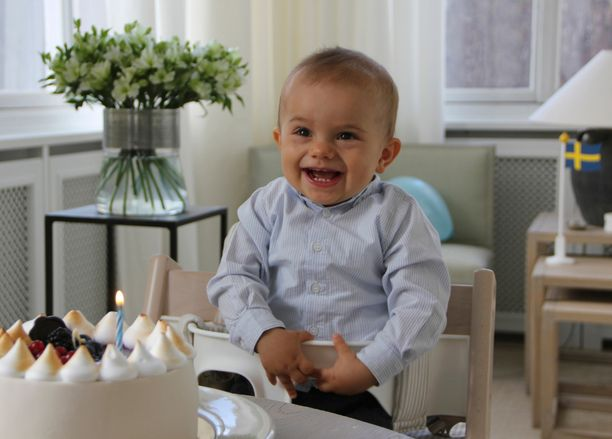 Synttärisankari prinssi Oscar väläytti näin mainion hymyn juhlapäivänään.