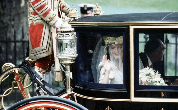Sarah Fergusonin ja prinssin avioliitto kesti kymmenen vuotta.