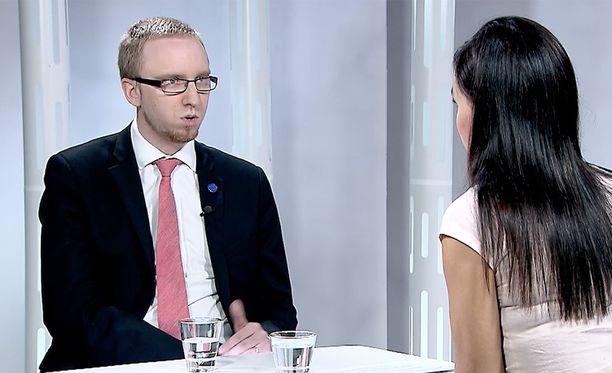 Simon Elo ei vastannut kunnolla Susanne Päivärinnan kysymykseen.