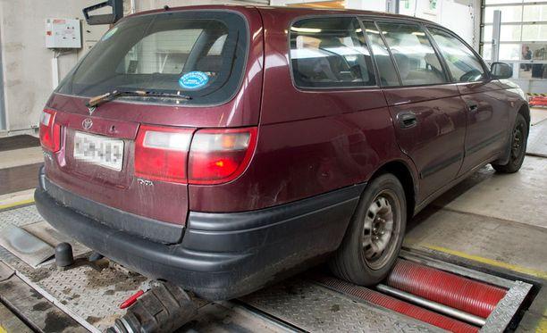 Ennen katsastaja törmäsi monenmoisiin yrityksiin peitellä auton todellista kuntoa.