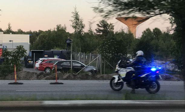 Poliisi ampui Itäväylällä poukkoilleen hirven keskiviikkoiltana.
