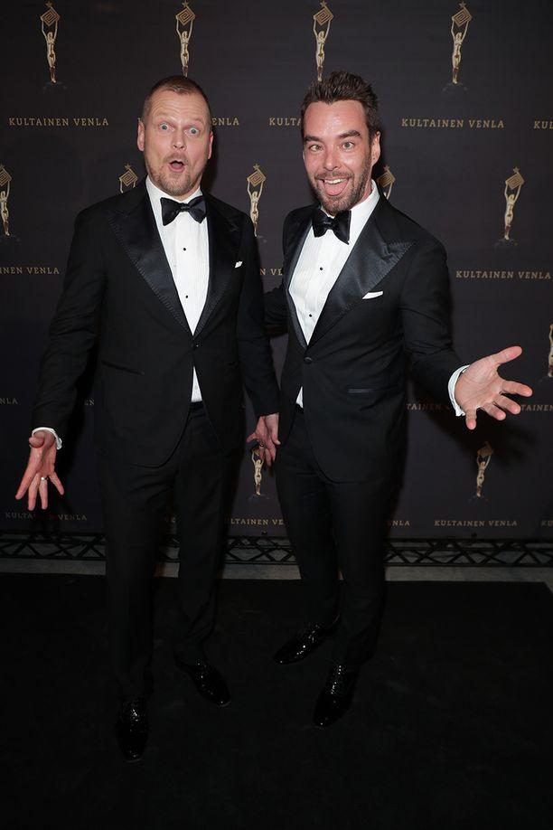 Antti Luusuaniemellä ja Mikko Leppilammella riitti hauskaa kameroiden edessä.