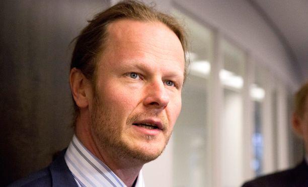 Hallintovaliokunnan puheenjohtaja Juho Eerola ei halua ottaa kantaa kokoomusavustaja Joonas Turusen tapaukseen.