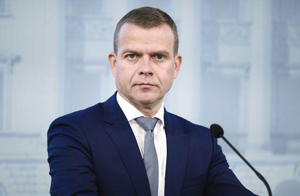 Valtiovarainministeri Petteri Orpo (kok) lupaa lisää rahaa aktiivimallin työllistymispalveluihin.