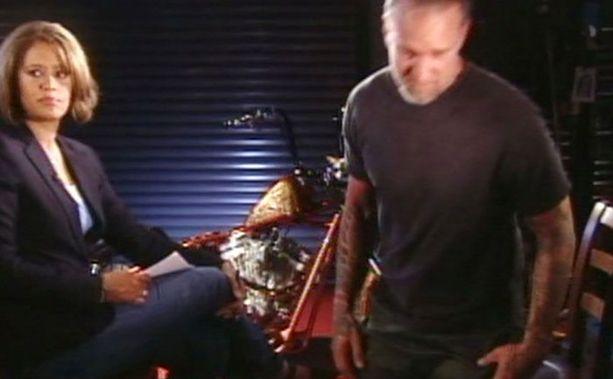James joutui poistumaan kameroiden edestä Vicki Mabreyn haastattelun aikana.